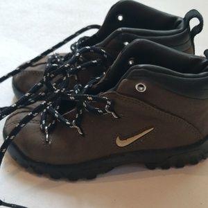 Kids 8C Nike boots